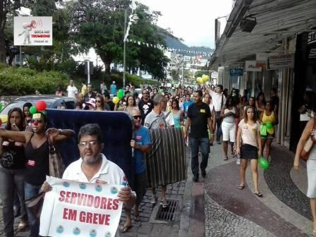 Servidores fizeram protestos nas ruas e em frente a prefeitura durante esses dias