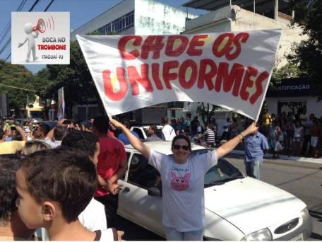 Sueli cobrando uniformes escolares na gestão do ex prefeito Luciano Mota