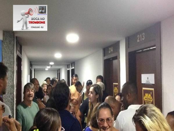 Educadores entraram no prédio da secretaria de educação